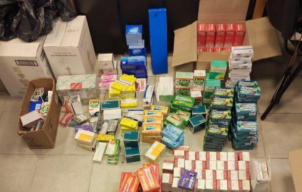 Inspección y decomiso de medicamentos por venta ilegal en la zona del Mercofrut